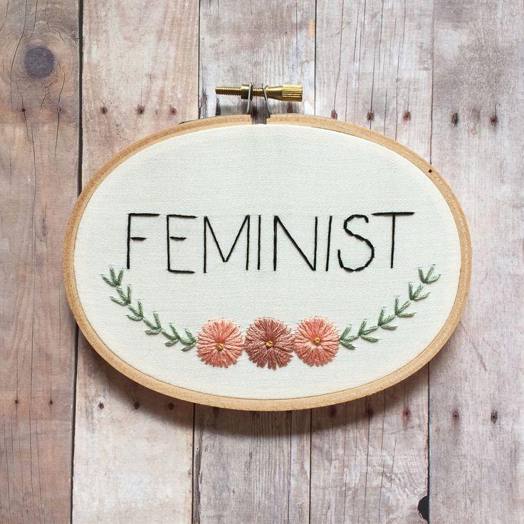 """Broderie d'art de cerceau féministe fleurs à la main. Ovale de 3 """"x 5"""" cerceau de bois. Art mural de féminisme. par MoonriseWhims sur Etsy https://www.etsy.com/fr/listing/505933566/broderie-dart-de-cerceau-feministe"""