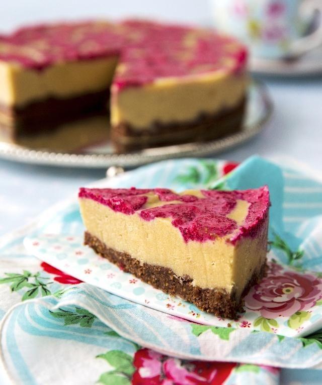 Kinuskikissan raaka-toffeekakku. Raw fudge cake by Kinuskikissa. | Unelmien Talo&Koti Kuva ja ohje: Sini Visa