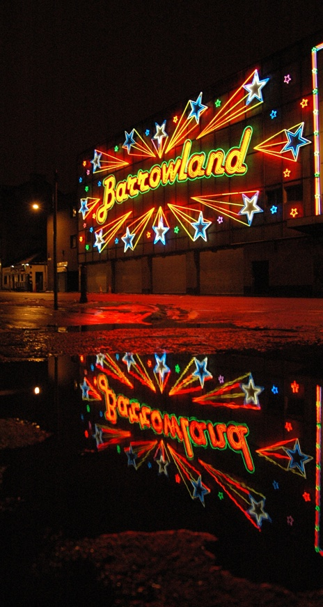 As a UNESCO City of Music Glasgow hosts over 130 concerts a week in a range of great venues, such as King Tut's Wah Wah Hut, Barrowlands and the SECC. Here's a pic of the famous neon signage of The Barrowland Ballroom, one of the best-loved gig venues #inGlasgow (if not the UK!). Very few can put into words the amazing atmosphere when you see or play a gig here, but we think it's electric…