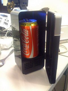 The Wiki USB Fridge sits on your desktop and is ideally sized to fit an ice-cold can.