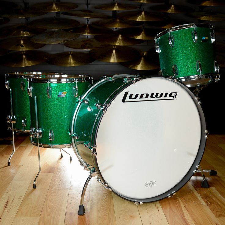 "Ludwig Classic Maple 14/16/18/26 4pc ""Zep"" Drum Kit Green Sparkle Ludwig Classic Maple 4 piece drum set, configured as a tribute to John Bonham's Zeppelin kit. Sizes are 14x10 rack with no mount, 16x1"