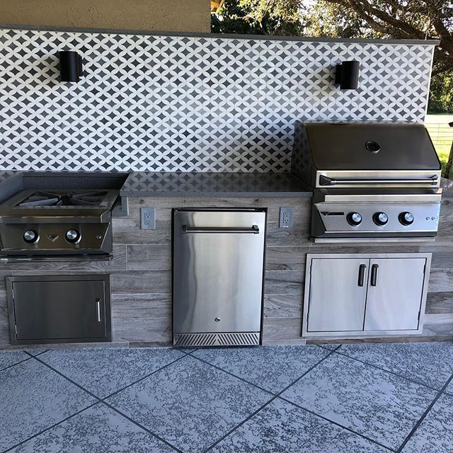 Outdoor Kitchen Built By The Bbq Depot Featuring Twin Eagles Grill And Power Burner Outdoorkitchen Twineaglesgrills Pat Outdoor Kitchen Kitchen Patio Decor