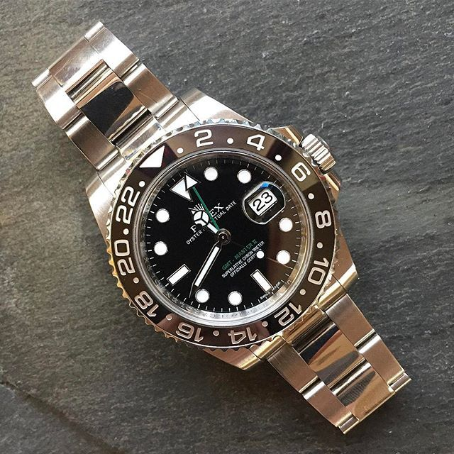 REPOST!!! Watch of the day: Rolex GMT Master ll ref. 116710LN. It all started in the 1950s when Pan Am asked Rolex to develop a new watch for their pilots which could tell different times simultaneously. The result: A watch that after over 60 years still is one of the most popular Rolex watches. #rolex #gmtmaster2 #steel #gmt #116710ln #beautiful #rolexwatch #panam #usa #american #airlines #pilot #toolwatch #greenwichmeantime #dailywatch #funfact #instadaily #picoftheday #photooftheday…