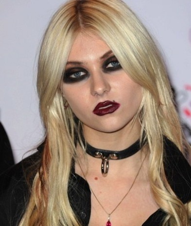 8 Celebrities Who Wear Too Much Makeup | Too much makeup ...