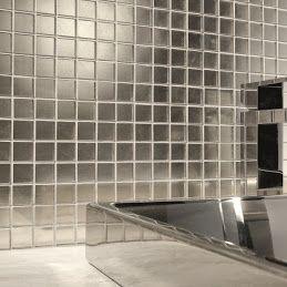 Mozaika #szklana jest piękna, jej oryginalność oraz możliwość tworzenia najróżniejszych i niepowtarzalnych kompozycji sprawiają, że często wykorzystywana jest w aranżacjach łazienek. http://www.e-budujemy.pl/mozaiki_szklane_mozaika_szklana_szaraibiala_mix_am126,94788p