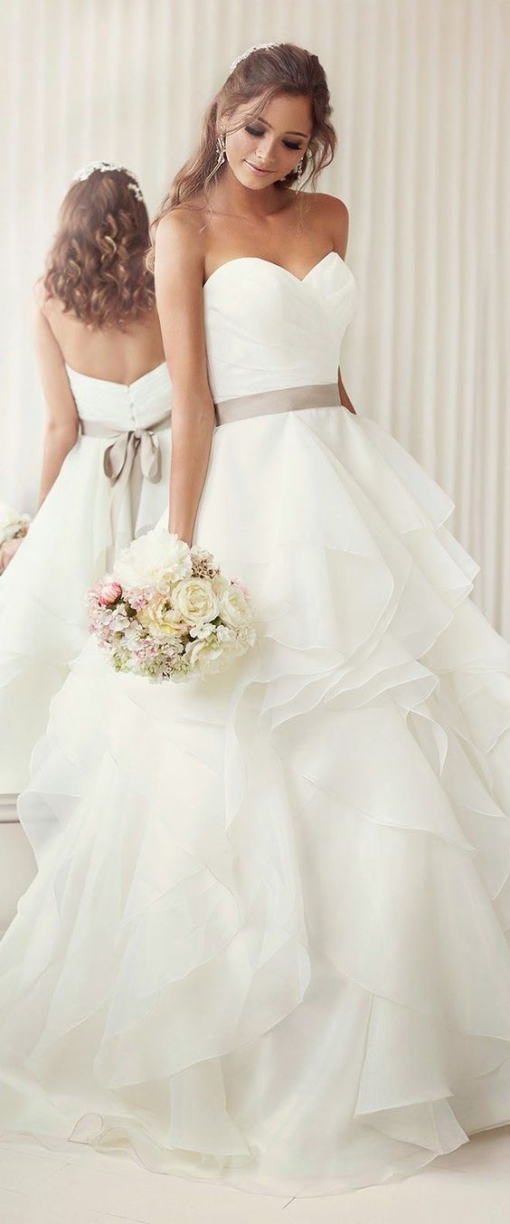 17 Best ideas about Vera Wang Wedding Gowns on Pinterest | Lace ...