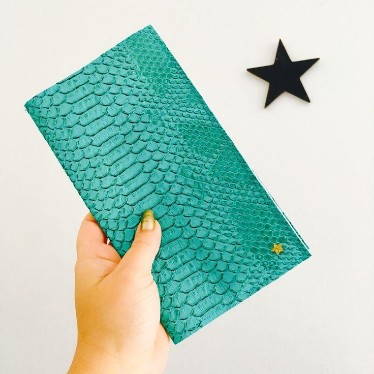Porte chéquier simili cuir dragon turquoise,coton chevron pastel,idée cadeau de noël : Porte-monnaie, portefeuilles par miss-so-chic