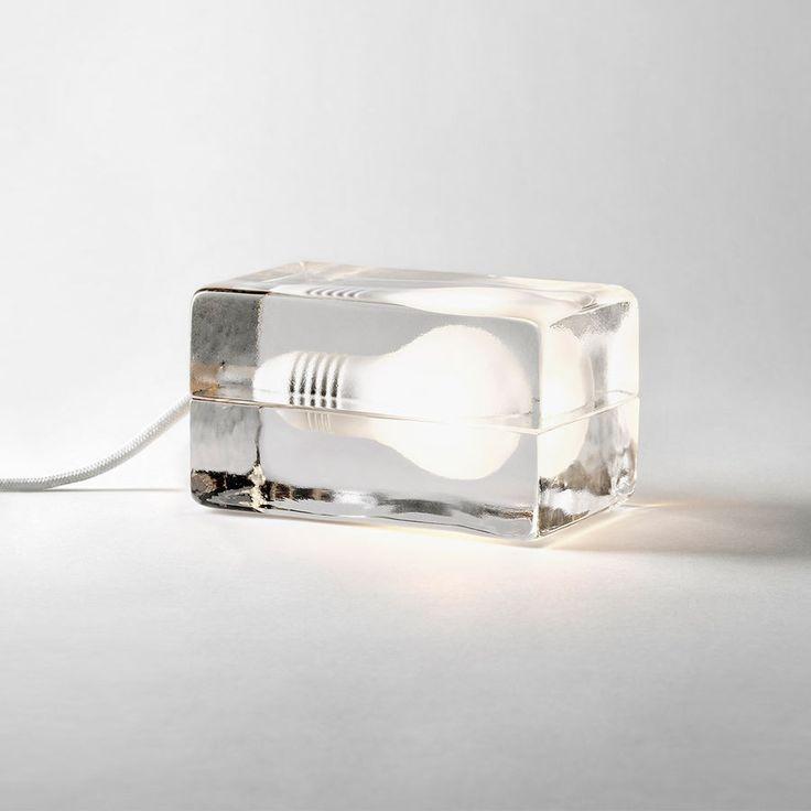 DESIGN HOUSE STOCKHOLM - Tischleuchte Block Lamp, LED| SCHÖNER WOHNEN-Shop  Die Leuchte kam 1997 auf den Markt und ist ein moderner Designklassiker. Bis heute hat sie zahlreiche Auszeichnungen erhalten. Seit 2014 ist Block energiesparend, denn die Leuchte wurde mit LEDs aufgewertet. – Einsetzbar ist sie als Tisch- Boden- oder Regalleuchte.