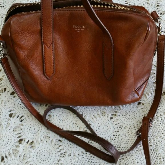 Fossil Sydney Satchel Used, see wear in photos, needs a good cleaning. It's written inside and inside needs cleaning as seen in photos. Fossil Bags Satchels