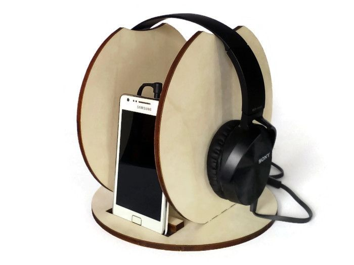 Supporto+per+cuffie+e+stand+per+telefono+in+legno+di+DigitalHandmade+su+DaWanda.com
