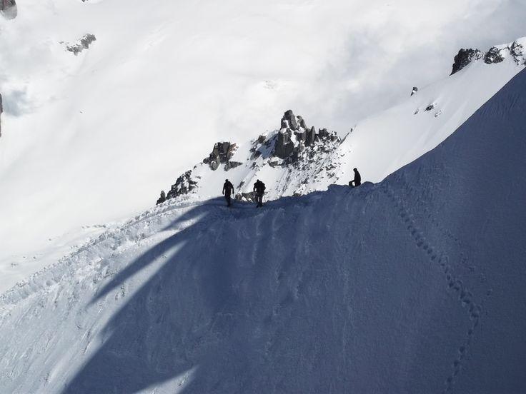 profesional climbers on Aquille du Midi.