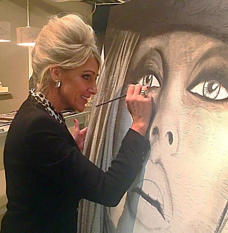 Vandaag de hele dag gewerkt aan het portret van BB in mijn atelier in het ETC.  #schilderij #portret #portrait #portretopdracht #olieverfportret #olieverfschilderij #portraitpainting #oilpainting #kunst #art #pastelart #portraitart #famouspeople #actor #actress# #drawing #painting #faces #closeup #portretten #olieverfportretten #oilportraits #galerie #design #ETCdesigncenter