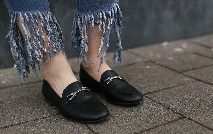 tiered fringe jeans, loafers, vanharen, sleep cycle, slaapapp, bali, & other stories, primark, fashionblogger, lott gioielli oorbellen, herfstoutfit, top crème, jeans fringes, vanharen loafers http://www.fashionisaparty.com/2017/09/tiered-fringe-jeans.html/