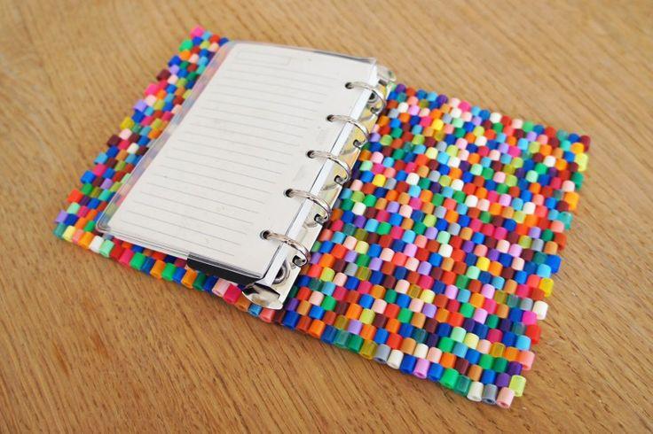Billede fra http://www.styledesigncreate.com/wp-content/uploads/hama-perler-filofax-kalender4-820x546.jpg.