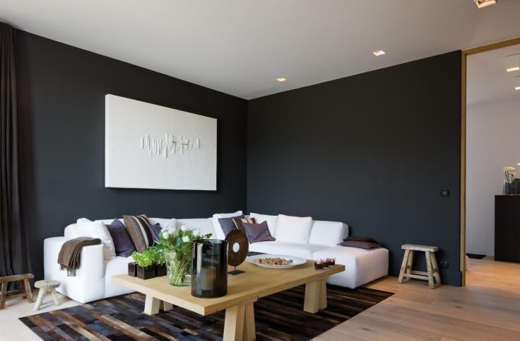 Muur Kleur Grijs Gestreepte Witte : zwarte muur in de zithoek ...