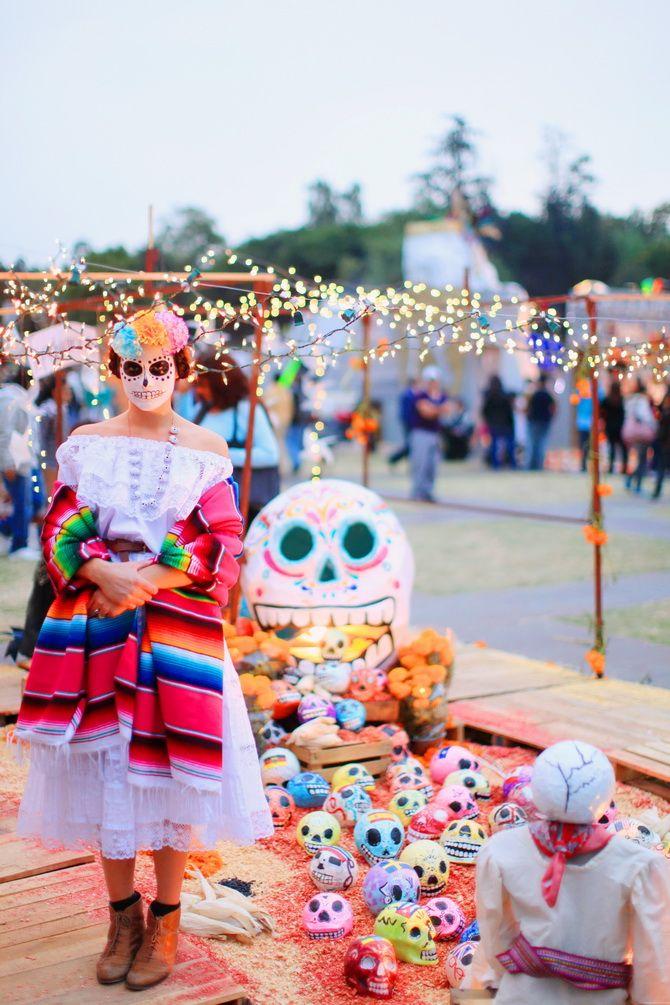 Mexico, Mixquic: Dias de los Muertos, I went to the UNAM ( Mexico University ) to attend the Mega Ofrenda - 1st & 2 November