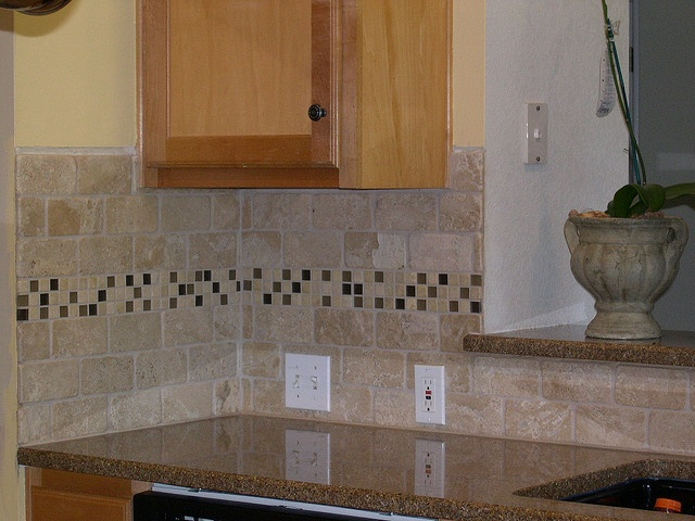Travertine backsplash with mosaic glass tile accent home for Travertine accent tile