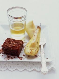 Chocolademoussecake met gekarameliseerde peer - Recepten - Eten - ELLE   ELLE