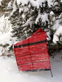 Red rag-rug in snow