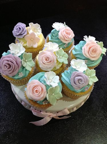 Vintage cupcakes bouquet style #baking #craft