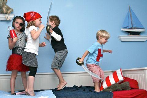 Los piratas siempre están de moda. Aprende a hacer un garfio para piratas para que vuestros peques jueguen a piratas. ¡Es muy fácil!