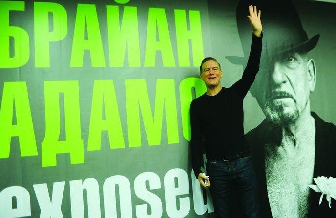Известный канадский рок-музыкант Брайан Адамс на открытии своей выставки Exposed