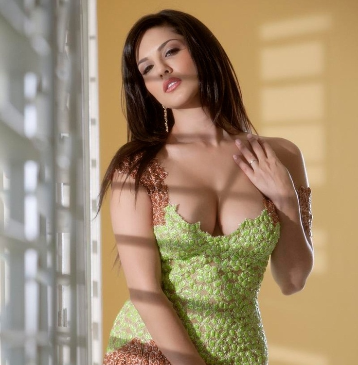 Sunny Leone's Hottest Posters in Green Dress..  The Seductress Going Hotter Day By Day ,, An Amazing Photoshoot Of Sunny Leone's 10  HD Posters In Green Dress ..