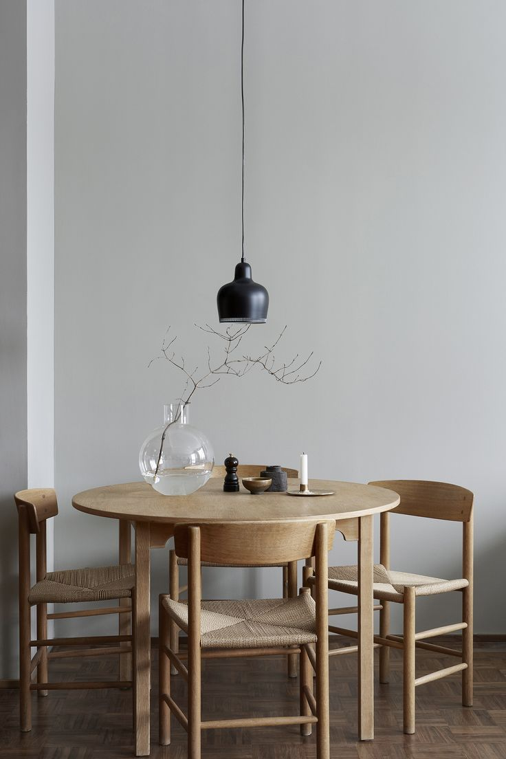 J39 chair by Børge Mogensen from Fredericia Furniture and Golden Bell pendant by Alvar Aalto from Artek | Eastmansvägen 8B | Per Jansson