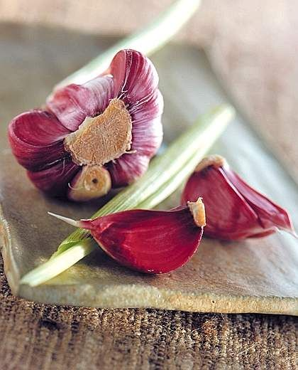 Red #Garlic from Sulmona- # Abruzzo has a high content of essential oils and a good shelf life. In the therapeutic field has bactericidal and antibiotic activity.