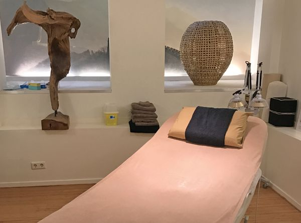 SOUTH HOLLAND (NL) COSMETIC TREATMENTS & CLINICS If you are looking for Botox or Restylane injections, microdermabrasion or other anti-aging treatment in The Hague, Rotterdam, Delft, Leiden or surrounding areas, you can find the right professionals who can assist you listed here... https://www.angloinfo.com/south-holland/directory/south-holland-cosmetic-procedures-plastic-surgery-726