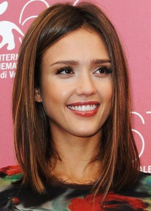 Jessica Alba Warm Highlights on Chestnut Brown Hair 2016