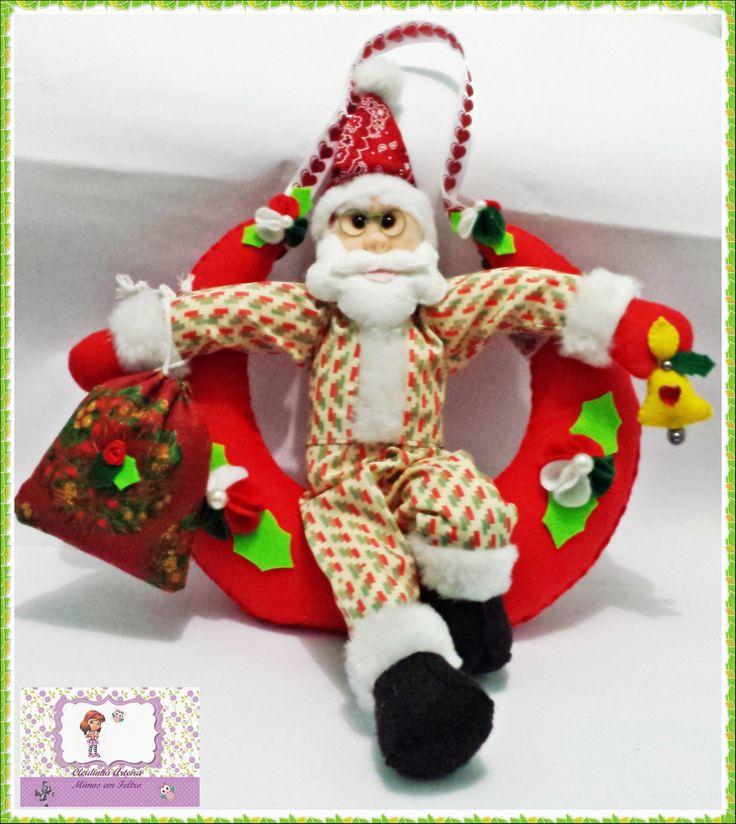 Guirlanda para porta Noel sentado na Lua https://www.facebook.com/pages/Cleidinha-Arteira-mimos-em-Feltro/618969134851630