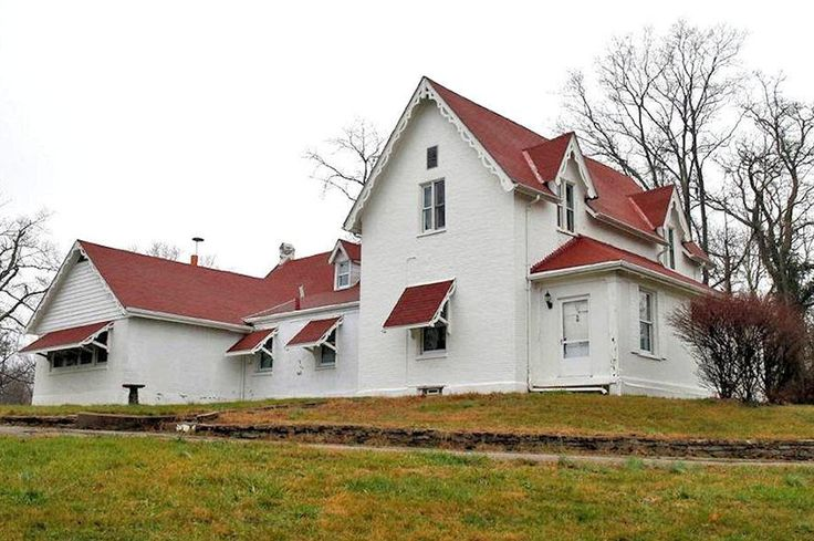 1000 images about 1840 1870 gothic revival on pinterest for Gothic revival farmhouse