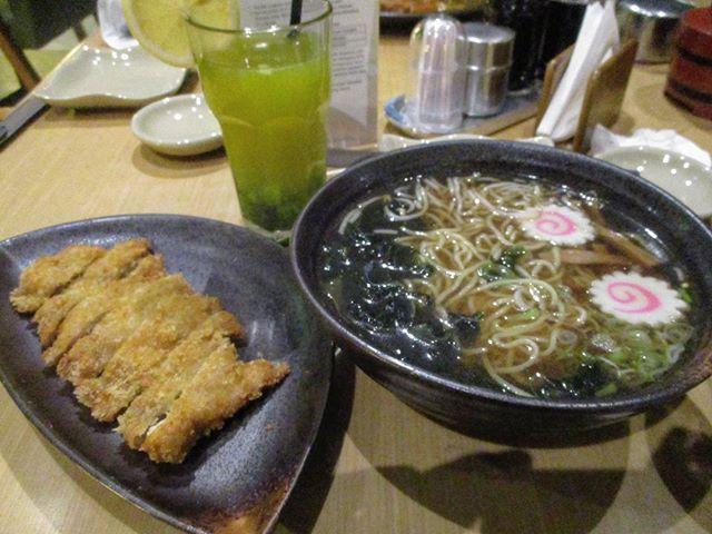 「もう久しぶり、何年ぶりだったっけかな👨👨👨👨👨」#ramen #ラーメン #katsu #カツ #meal #飯 #delicious #美味しい #yummy #美味い #naruto #なると #seaweed #海草 #mie #ソバ #mushroom #キノコ #carrot #人参 #egg #卵 #chopsticks #箸 #bowl #碗 #expensive #高い #flesh #肉