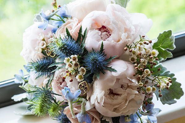 Pale pink peonies and blue thistles #bouquet #flowers #peonies