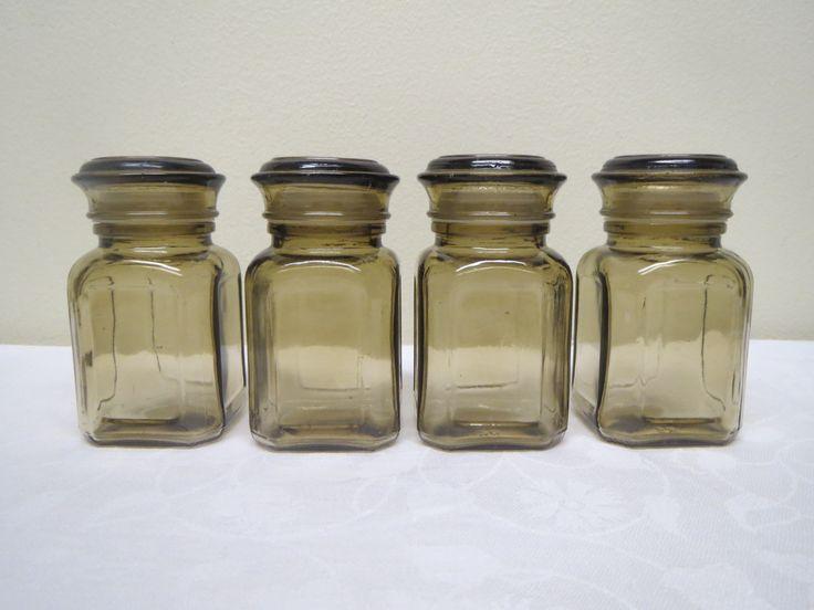 Riihimäen Lasin Kantti-maustesirottimet, ehjät ja siistikuntoiset, löytyy 4 kpl,   5 euro/kpl.