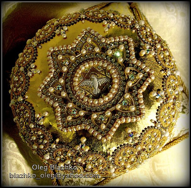 eight-pointed star by Blazhko's gold embroidery, via Flickr