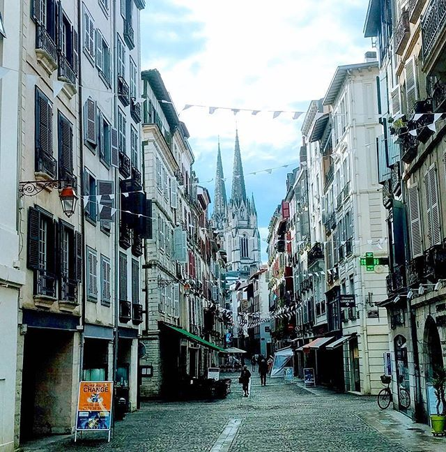Yesterday we visited Bayonne ⛪🇫🇷❤️ . . . Read all about it at mrsbosman.com 💻