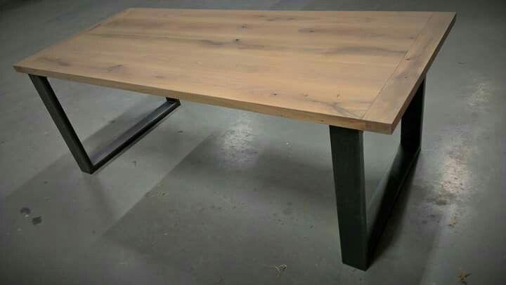Eiken tafelblad zwart stalen onderstel. 2100x900mm.