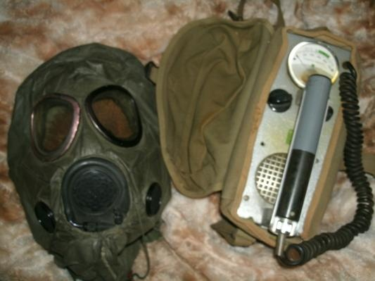 Military gear/ Giger Counter and Gas Mask... for some reason, i want this...