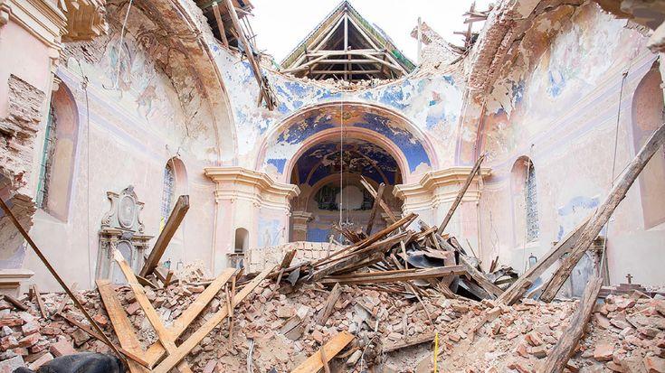 Stradali Sakralni Objekti U Banovini 2 In 2021 Cathedral Barcelona Cathedral Landmarks