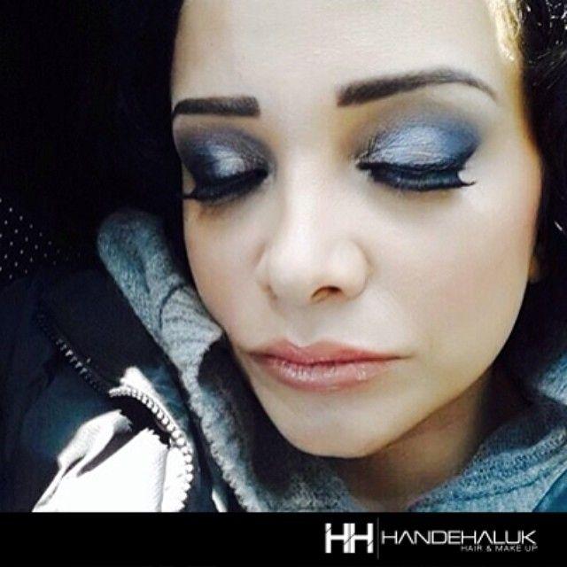 Evrim Akın'ın makyaj uygulaması. Sizi de muhteşem #makyaj ve kirpikler için salonumuza bekliyoruz… #handehaluk #ulus #zorlu #zorluavm #zorlucenter #zorlucenteravm #evrimakın #beauty #beautiful #care #makeup #makyaj #hairstyle #haircare #hair #lovely #women #fashionTakip Ediyorsun