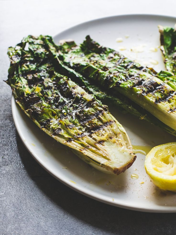 5 Minute Grilled Romaine Lettuce ~ easy vegetarian grilling recipe with how to video