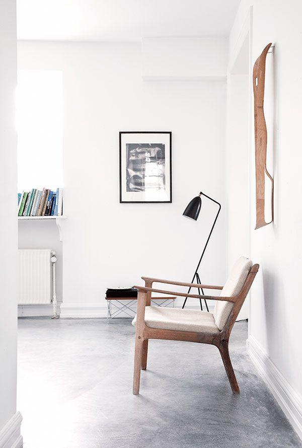 GUBI // Gräshoppa floor lamp
