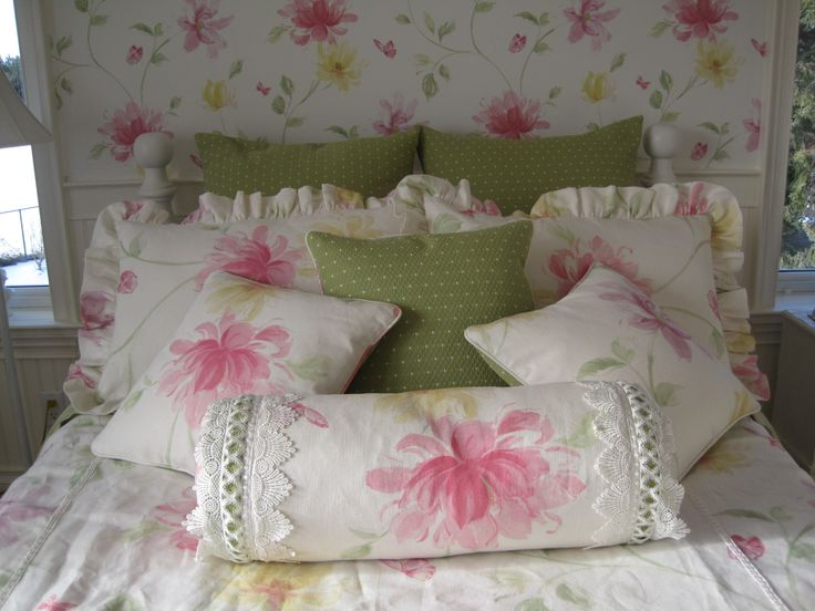 Linen floral pillows to co-ordinate