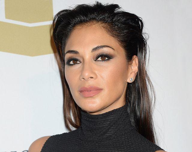 Azt se tudjuk, hova nézzünk, Nicole Scherzinger olyan mellvillantós ruhában parádézott http://www.glamouronline.hu/sztartedd/azt-se-tudjuk-hova-nezzunk-nicole-scherzinger-olyan-mellvillantos-ruhaban-paradezott-22387