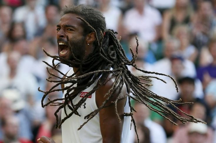Capigliatura rasta, il tatuaggio del volto del padre sul fianco sinistro e un gioco spettacolare. E' Dreddy, il giamaicano con passaporto tedesco che ha battuto il due volte campione di Wimbledon in quattro set. Dustin Brown ha buttato fuori Rafa Nadal dopo averlo già battuto l'anno sco