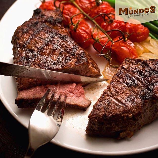 Para los amantes de la carne al carbón contamos con selectos cortes de ganado brangus y brahman como el New York steak, picahna, malevo y medallones de solomito en diferentes salsas. #MundosRestaurante