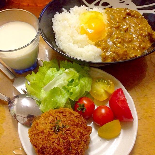 自宅メシ - 21件のもぐもぐ - 麻婆茄子カレー、ミンチカツ、トマト(自家製) by maixx ใหม่