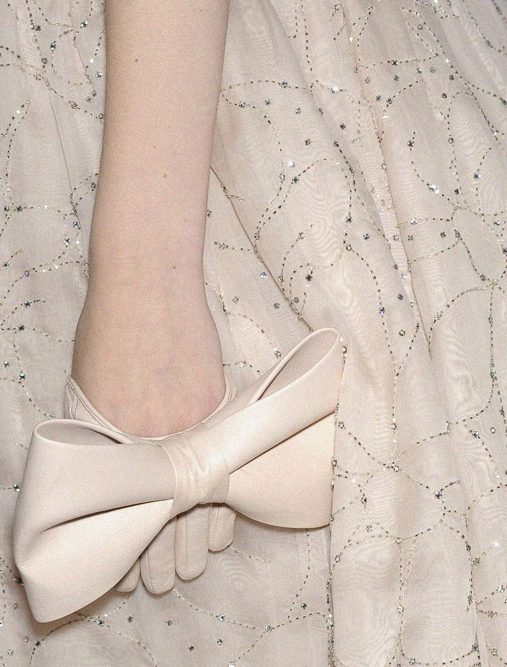This is a cool little half-glove to give a nod to a classic bridal look while being modern!
